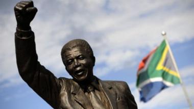 France : la mémoire de Mandela saluée au Sommet sur la paix et la sécurité en Afrique