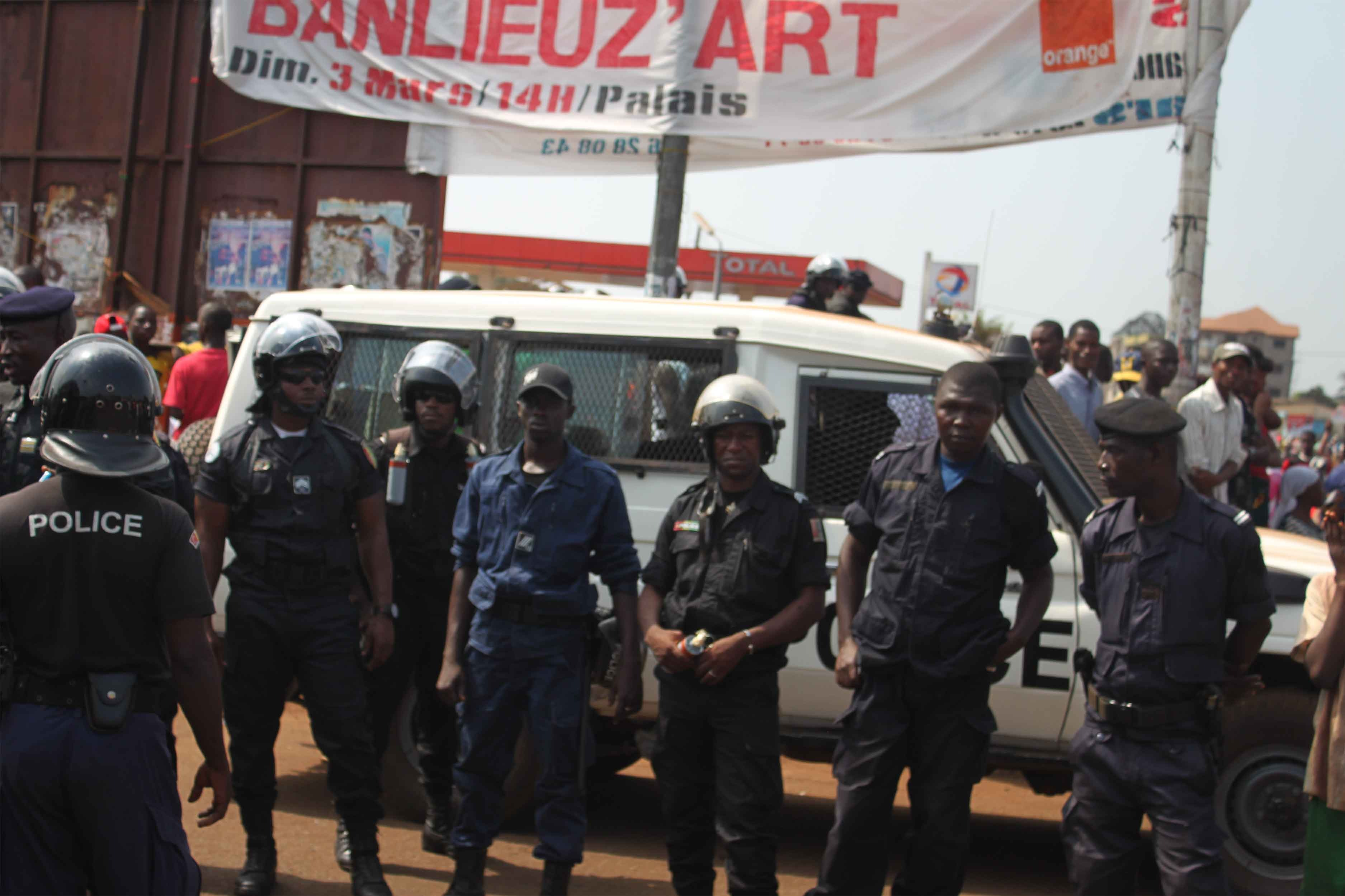 Guinée: au moins un mort par balle et 12 blessés par des militaires à Conakry