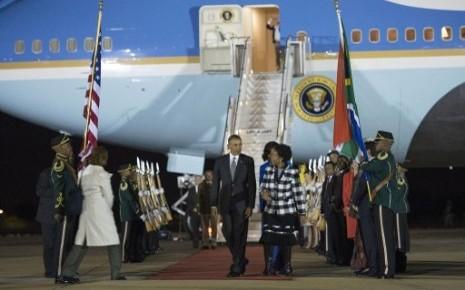 Le président Obama entame une visite officielle en Afrique du Sud