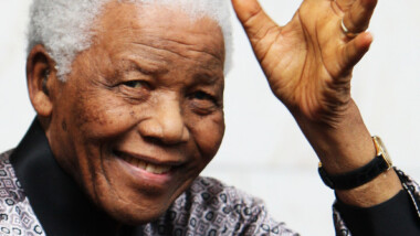 Mandela célèbre son 95e anniversaire, son état de santé s'améliore