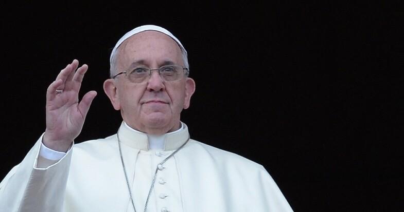 Une sortie médiatique du Pape sur les couples homosexuels suscite des réactions