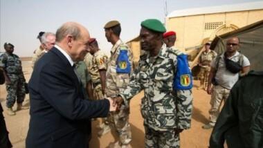 Centrafrique: le ministre français de la défense souhaite une bonne coopération entre les soldats français et africains