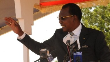"""""""Commerçants, fonctionnaires […] s'il vous plaît arrêtez de voler"""" Idriss Deby Itno"""
