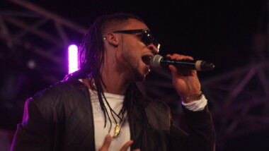 Le chanteur nigérian Flavour a mis le feu au stade Idriss Mht Ouya