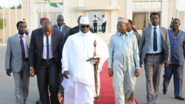Gambie : pendant qu'il y a coup d'État chez lui, Yahya Jammeh se rafraîchit à N'Djamena