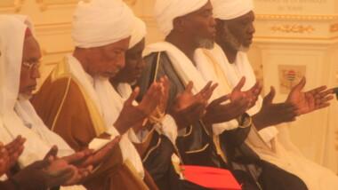 Eid el Fitr : le Cheihk Ahmat Annour Mahamat Alhilou invite les fous de Boko Haram à revenir à la raison