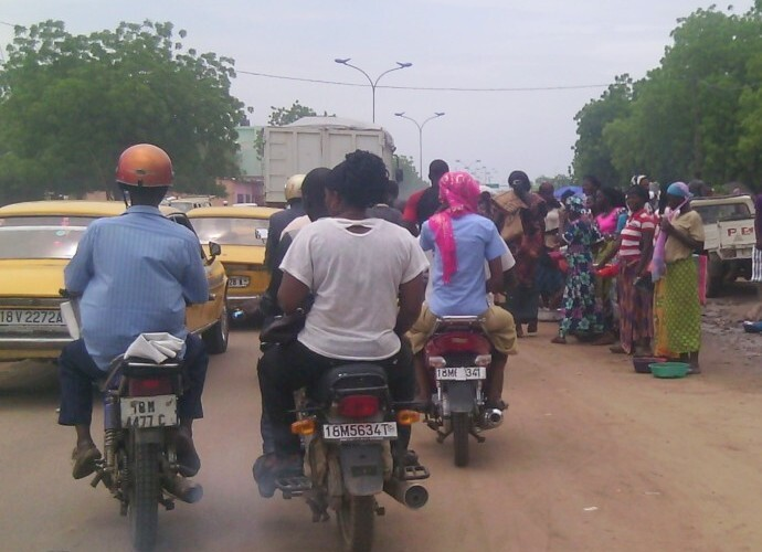 Société : des voies publiques anarchiquement occupées perturbent la circulation
