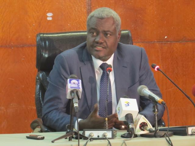 UA : Moussa Faki Mahamat félicite Macky Sall et annonce une réunion le 18 mars pour la Centrafrique