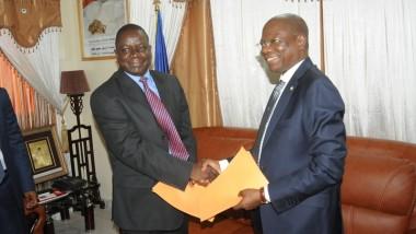 Tchad : passation de service entre le nouveau premier ministre Pahimi PADACKE Albert et son prédécesseur KALZEUBE Pahimi Deubet