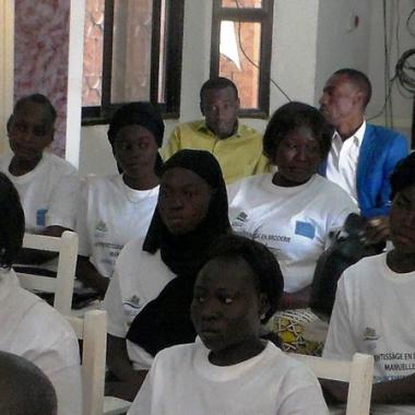 Formation : L'ADJIL et le FONAP forment les jeunes femmes en broderie manuelle