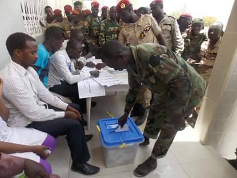 Tchad : militaires et nomades votent aujourd'hui