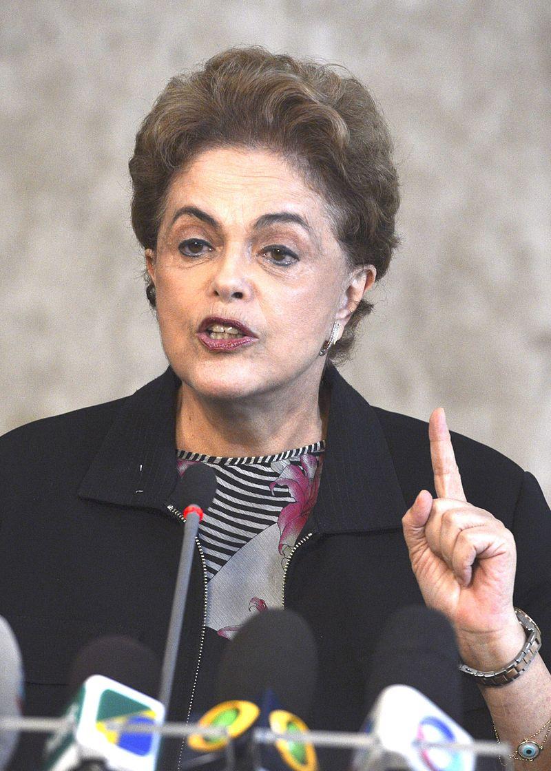 Brésil : Dilma Rousseff écartée du pouvoir après l'approbation par le Sénat de l'ouverture d'un procès en destitution