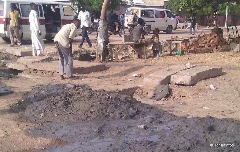 Saison des pluies : le curage des caniveaux a commencé dans certains quartiers de N'Djamena