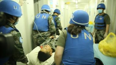 Le chef de la MINUSMA rend visite au contingent chinois à Gao après l'attaque terroriste