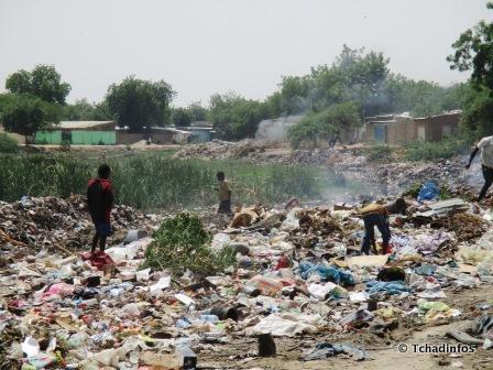 Tchad : le ramassage des bouteilles en plastique, le nouveau business des adolescents