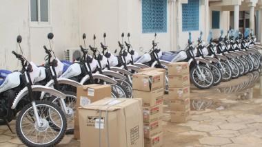 Le PNUD fait don de 2 véhicules et 98 motos cross au ministère de la Santé