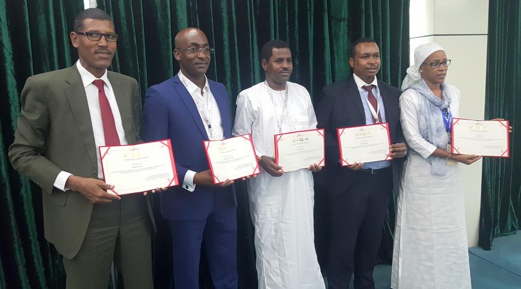 Les représentants tchadiens diplômes en main.