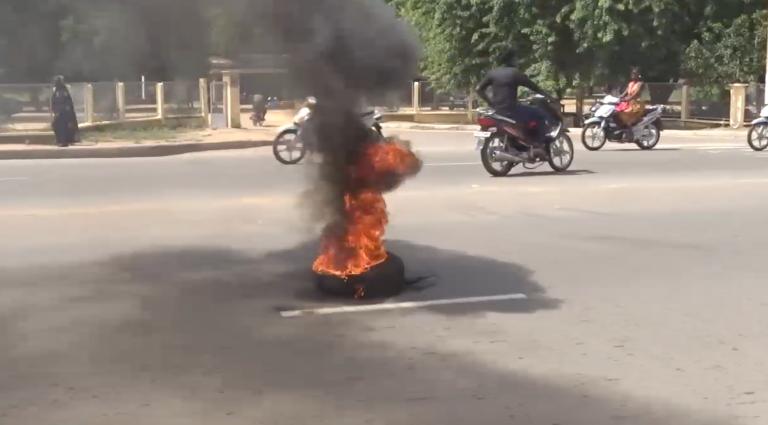Tchad : des étudiants cassent deux véhicules administratifs