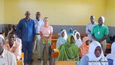 Les diplomates Linda Guellil et Sedar Cengiz s'imprègnent de la situation des réfugiés soudanais à Farchana