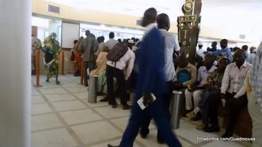 Trois banques ont déclenché le paiement de salaires des fonctionnaires en coupant deux mois de crédit