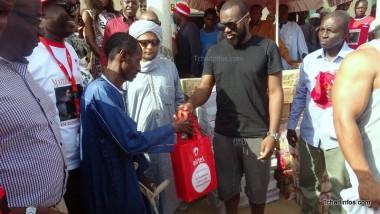 Maître Gims offre de vivres au camp des retournés de Zafaye