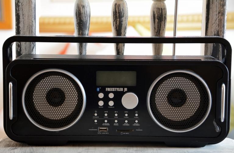 Les associations de médias tchadiens dénoncent la mise en demeure de la radio FM Liberté