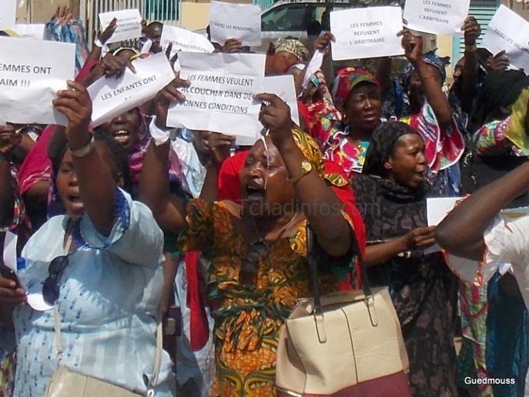 La police empêche les femmes travailleuses d'accéder à la bourse du travail
