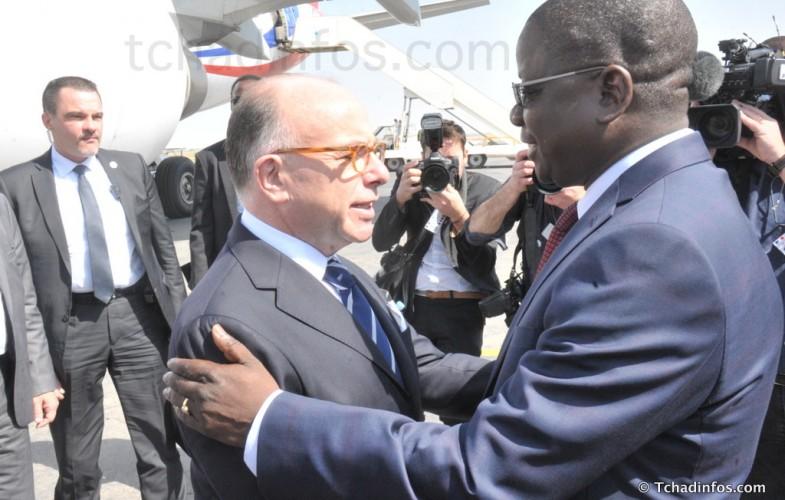 Le Premier ministre français Bernard Cazeneuve est au Tchad