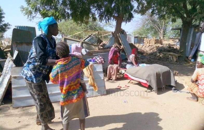 Expropriés et déguerpis, certains habitants de Ngueli vivent sous des hangars et débris des maisons