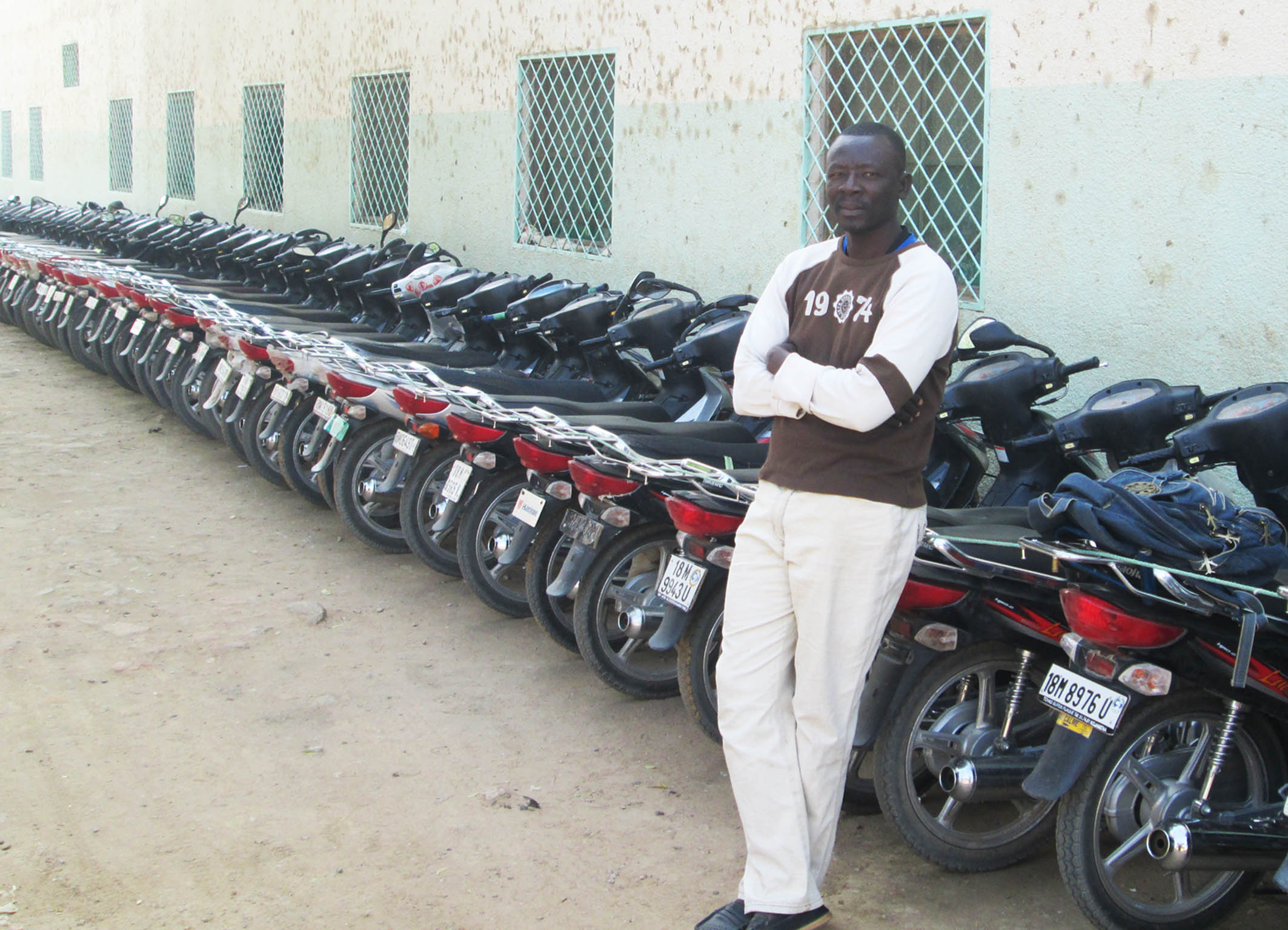 Ngu tobaye herv un dipl m sans emploi gardien des engins - Gardien d immeuble sans diplome ...