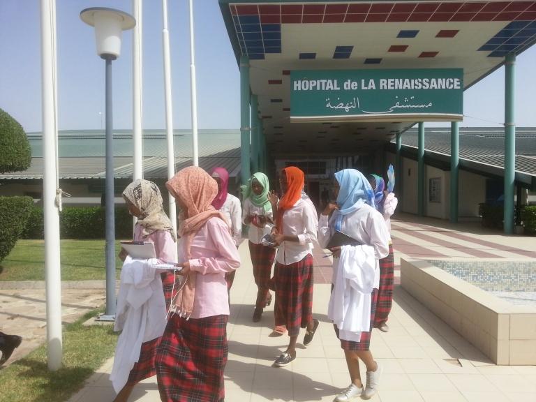 Education : la section des filles du Complexe Scolaire International Bahar visite l'hôpital de la Renaissance