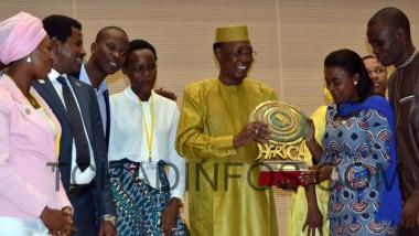 La jeunesse africaine distingue le président Idriss Déby pour son combat pour la paix et la sécurité en Afrique