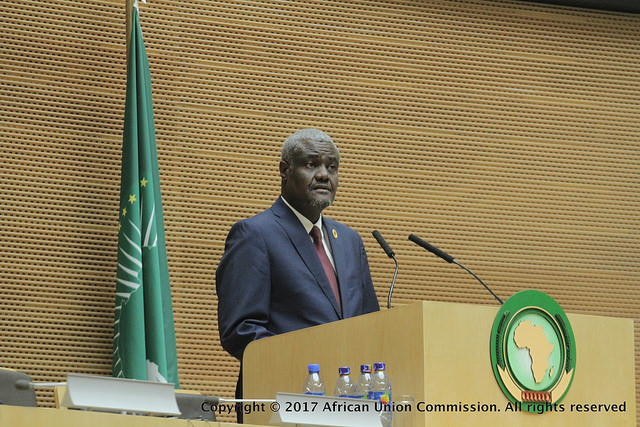 Union Africaine : Moussa Faki Mahamat appelle le Zimbabwe à résoudre la crise politique dans un cadre légal