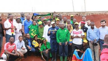 Politique: Des jeunes tchadiens participent aux travaux communautaires de construction d'un stade au Burundi