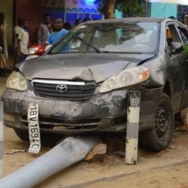 Un conducteur tue 2 personnes et engage une course poursuite avec Clandomen et Policiers