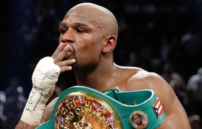 Boxe : Floyd Mayweather bat par KO technique Connor McGregor et entre un peu plus dans l'histoire