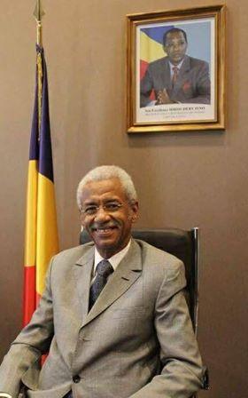 Diplomatie : L'ambassadeur du Tchad en France présente ses lettres de créance