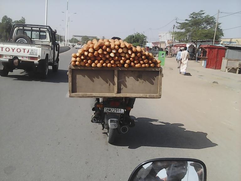 Le transport des pains à N'Djamena : un danger pour le consommateur