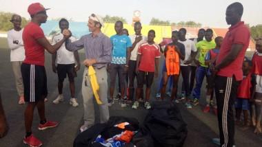 Sports : l'entraîneur italien Tommaso Ravà offre des équipements aux jeunes athlètes tchadiens