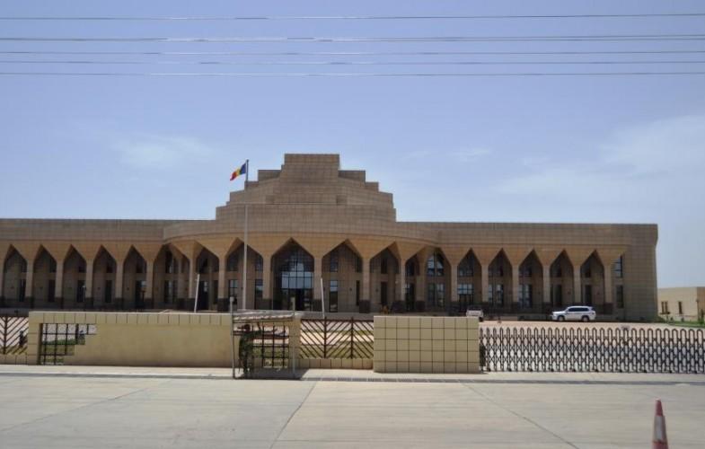 Adoption du projet de constitution: le siège de l'Assemblée nationale quadrillé par les forces de l'ordre