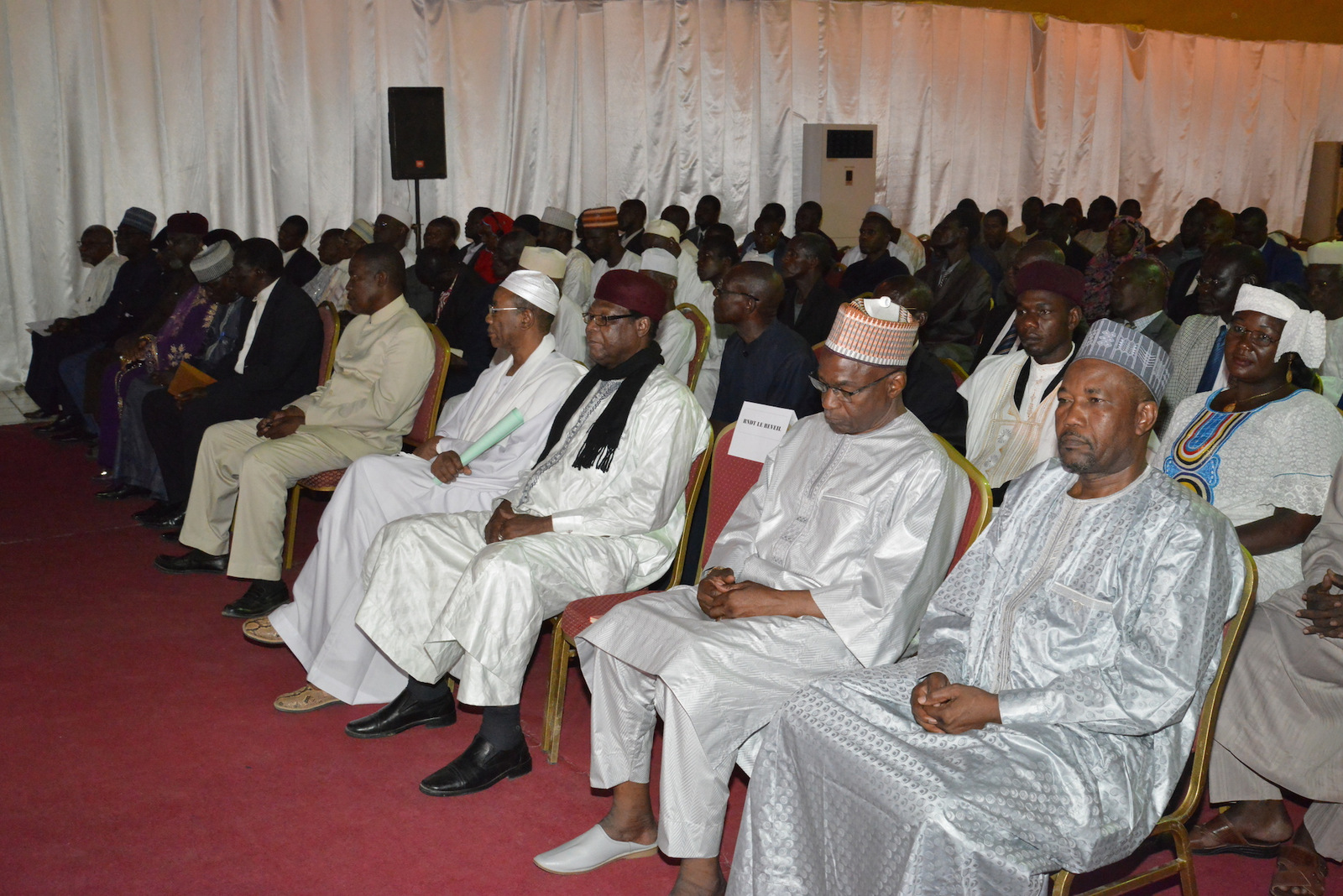 Tchad le président deby installe le bureau du cadre national de