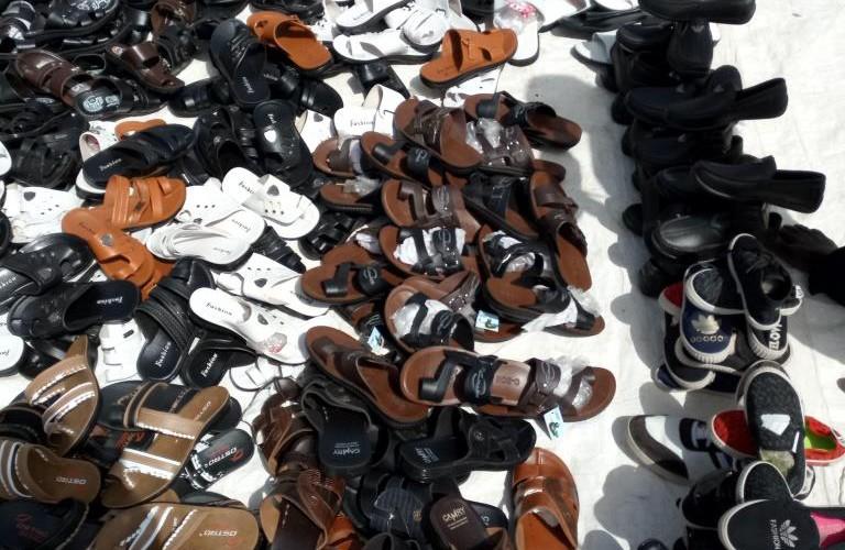 N'Djamena : les vendeurs en détail des chaussures envahissent les rues