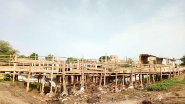 Saison de pluie : Des privés construisent des ponts pour relier certains quartiers de N'Djaména