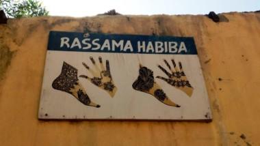 Société : Les tatouages au Henné, une pratique incontournable aux grandes rencontres festives