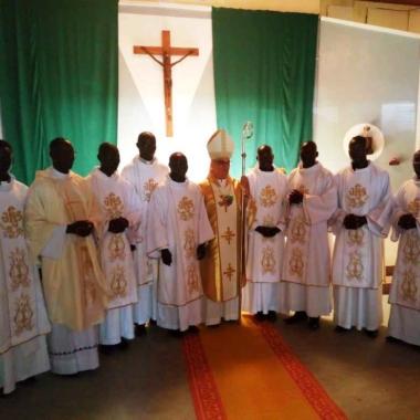 Religion : huit nouveaux diacres ordonnés