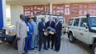 Protection de la faune : Deux véhicules et 28 colliers GPS offerts par l'ambassade des Etats-Unis