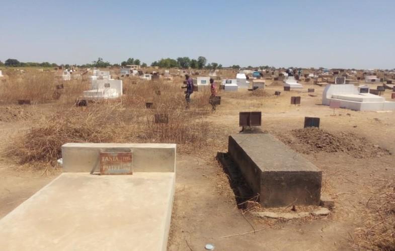 Religion: les N'Djamenois ont nettoyé les tombes à l'occasion de la fête de Toussaint