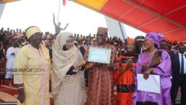 Tchad : le président Deby reçoit le prix d'As des leaders de la promotion féminine