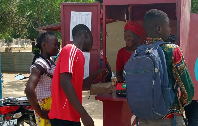 Tchad : obligés, des diplômés sans emplois se convertissent en gérants de kiosques
