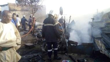 Faits divers : un incendie consume un restaurant de fortune au marché Dombolo
